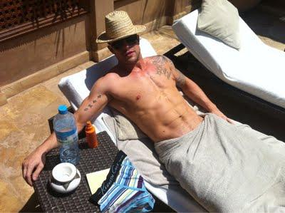 Duncan James si toglie le mutande without shame