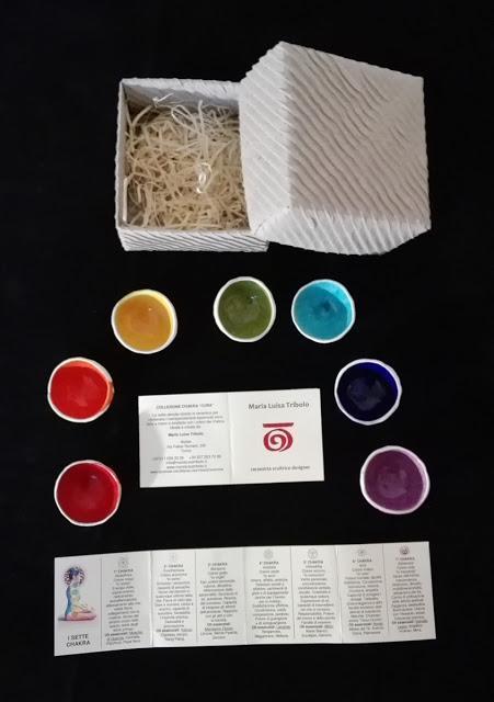 Le ciotoline dei 7 chakra per contenere i 7 oli da massaggio: creazioni originali della ceramista Maria Luisa Tribolo