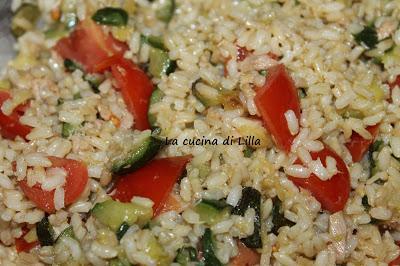 Riso e risotti: Insalata di riso zucchine, pomodori e tonno