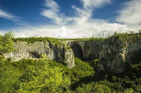 entrata della grotta di Prohodna
