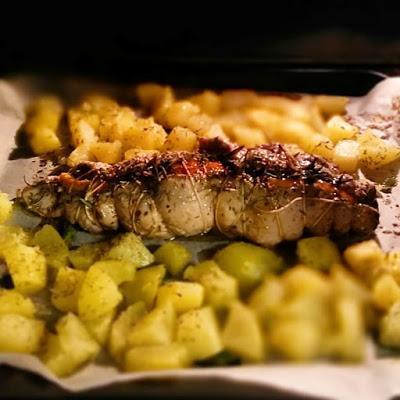 Filetto di maiale al forno con arancio e santoreggia, patate con timo salsa Worcester e salsa di soia