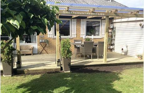 L'immagine può contenere: pianta, abitazione, albero, erba e spazio all'aperto