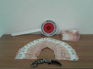 A1 – Sopresi con 23mila euro false a un coltello: arrestati