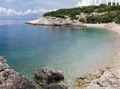 bella discesa fuori stagione alla spiaggia Lubenice, sull'isola Cres (Cherso), golfo Quarnaro