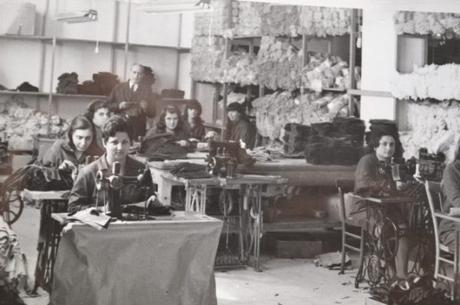 """L'arte dei guantai della Sanità: quando Napoli era """"capitale dei guanti"""""""