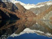 Lago dell'alpe Cavalli, dove l'acqua color smeraldo
