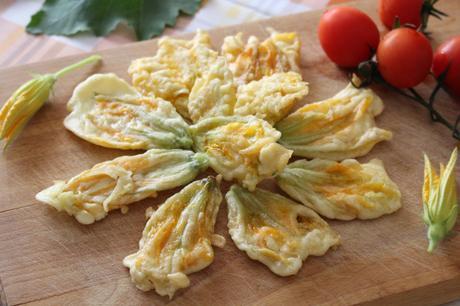 Fiori di zucchine fritti in pastella