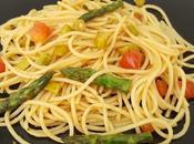 Spaghetti veloci asparagi pomodoro