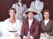 cast d'eccezione femminile TUTTE CASA, spettacolo raffinato alto livello scena TEATRO MANZONI