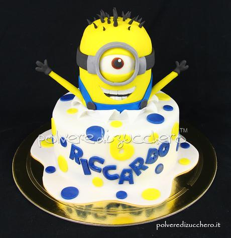 cake design pasta di zucchero polvere di zucchero minion minions cake fondant compleanno happy bday