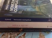 Libri Venezia leggere sotto l'ombrellone