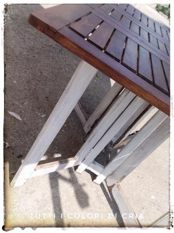 Altro tavolo da giardino recuperato.