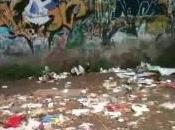 Aversa Ancora rifiuti parcheggio Parco Pozzi (24.05.11)