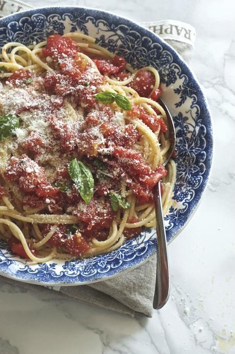 Spaghetti con sugo di pomodori arrostiti