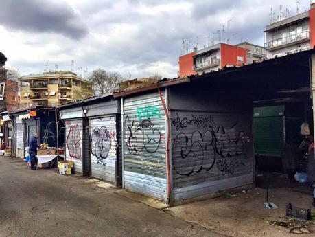 Chi decide di tenere i mercati rionali come bidonville? Il caso di San Giovanni di Dio