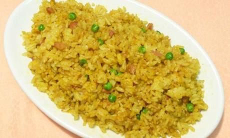 Riso al curry con pollo e ananas facile è gustoso