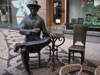 Statua-di-Pessoa-foto-di-Shadowgate