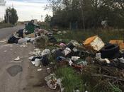 Abbandona rifiuti speciali sulla strada: fotografato denunciato 59enne Scandale