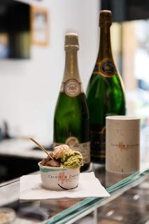 Cerdini & Quenardel: dalla coppa alla coppetta, un nuovo modo di gustare lo champagne  Non solo in abbinamento a macarons, gelati e cioccolato: al nuovo concept store Cerdini & Quenardel arriva il gelato allo champagne.