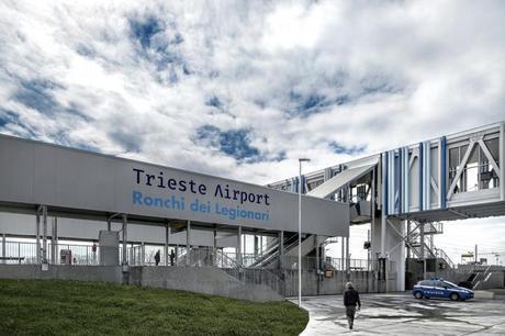 Fermata ferroviaria Trieste Airport.jpg