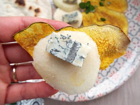 Carpaccio di pera con chips di zucca e Blu Mugello