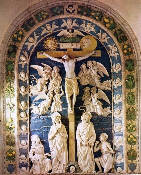 Nella crocefissione del Monastero diVisokiDecani, non ci sono UFO solo simboli cristiani