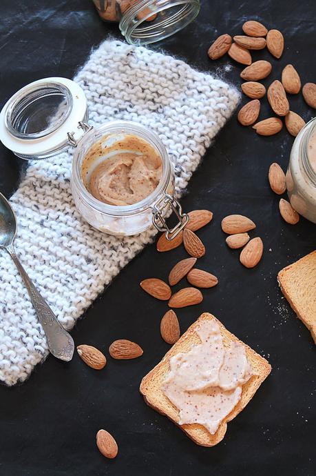 Una crema da spalmare con latte condensato e mandorle!