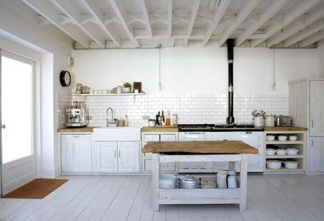Una cucina rustica ma chic: ecco come arredarla