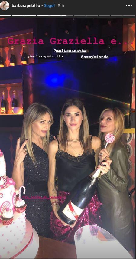 Melissa Satta scatenata con le amiche, primo compleanno da single (forse)
