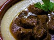 Polenta cremosa gulasch