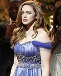 """Legacies"": Hope si prepara per Miss Mystic Falls nei nuovi scatti"