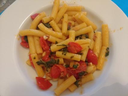 Il Gusto di Non Sprecare: Pasta con pomodoro e foglie di rapanello