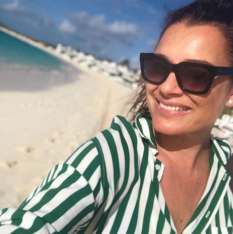 Alena Seredova in vacanza (da sola) con i figli: non fanno vite da bambini, hanno bisogno di riposo