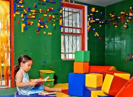 La carta da parati fatta di lego paperblog for Decorare pareti stanza bambino
