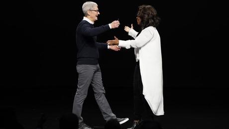 Una Oprah Winfrey da Oscar commuove anche Tim Cook