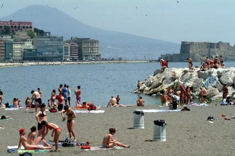Il lungomare di Napoli è plastic free: vietata la plastica che inquina il nostro mare