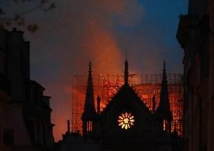 Notre Dame de Paris in fiamme