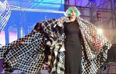Lady Gaga Ancora in Vintage Gianni Versace