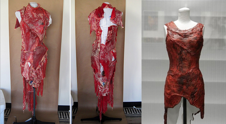 Meat Dress esposto alla Rock and Roll Hall of Fame.