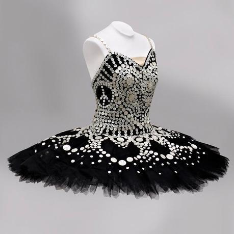 Moschino firma Il Tutu per l'English National Ballet
