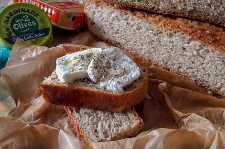 Pane morbido integrale fatto in casa con la pentola di ghisa