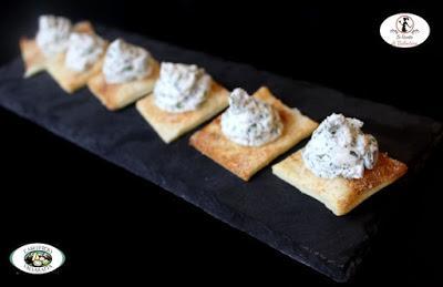 Biscottini di brisè con Fior di Neve del Caseificio Valvaraita alle erbe fini