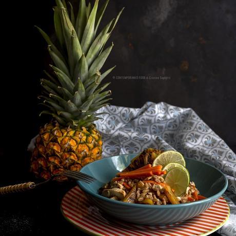 farro-in-insalata-con-pollo-ananas-caramellato-carote-piatto-unico-ricetta-estiva-facile-veloce-contemporaneo-food
