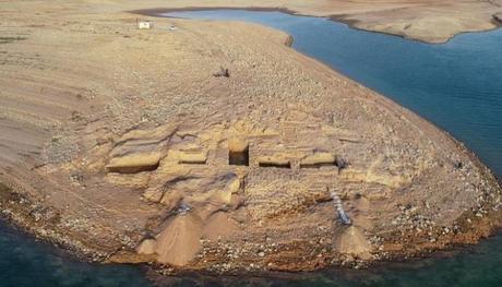 Iraq: La siccità porta alla luce un misterioso palazzo vecchio di 3600 anni