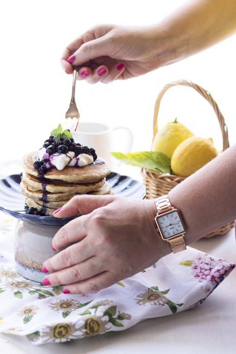 Colazione con CLUSE: Pancakes light integrali con yogurt e mirtilli