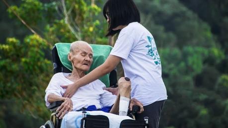Come aiutare una persona con demenza: consigli utili