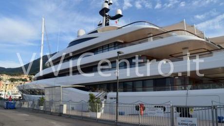 Castellammare, al Main Port arriva Faith: lo yatch di uno degli uomini più ricchi della Formula 1 [FOTO]