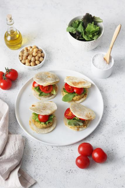 Mini burger vegetali con piadina