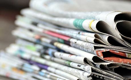 Il popolo social che commenta le notizie, leggendo solo i titoli