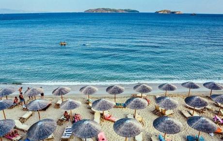 Sandrink, l'app per ordinare da bere e da mangiare direttamente in spiaggia